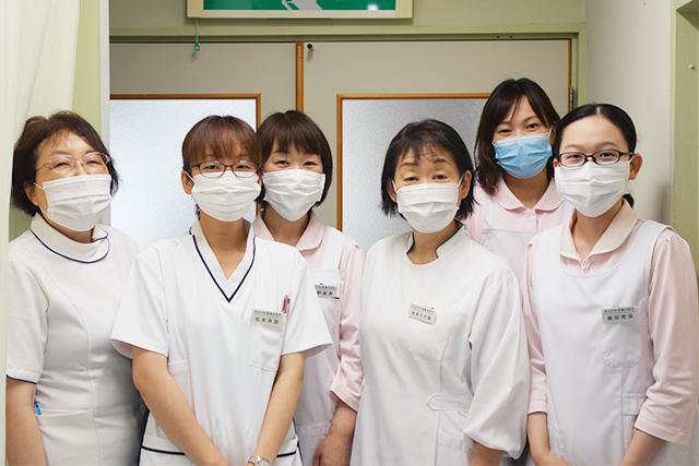【写真】スタッフのマスク着用
